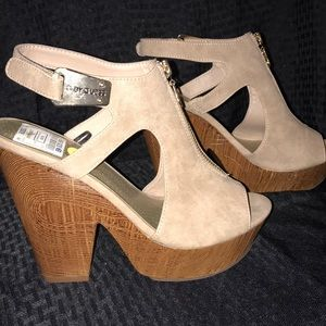 New Guess wedge/Heel Gold and Beige